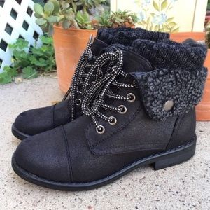 Shoes - CUTE LACE UP ANKLE BOOTS